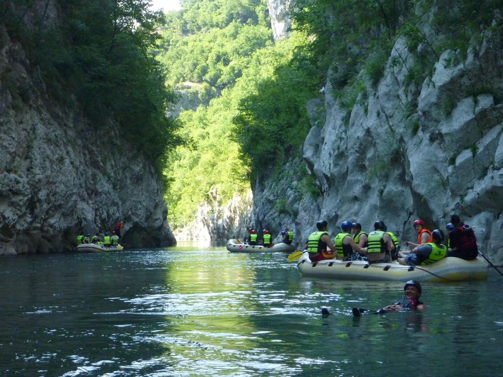 Rafting Er en af mange fede aktiviteter omkring Sarajevo