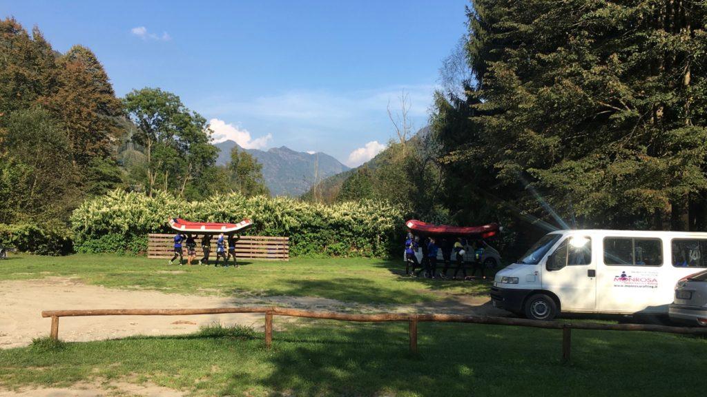Klar til rafting på Sisia-floden i Valsesia-dalen