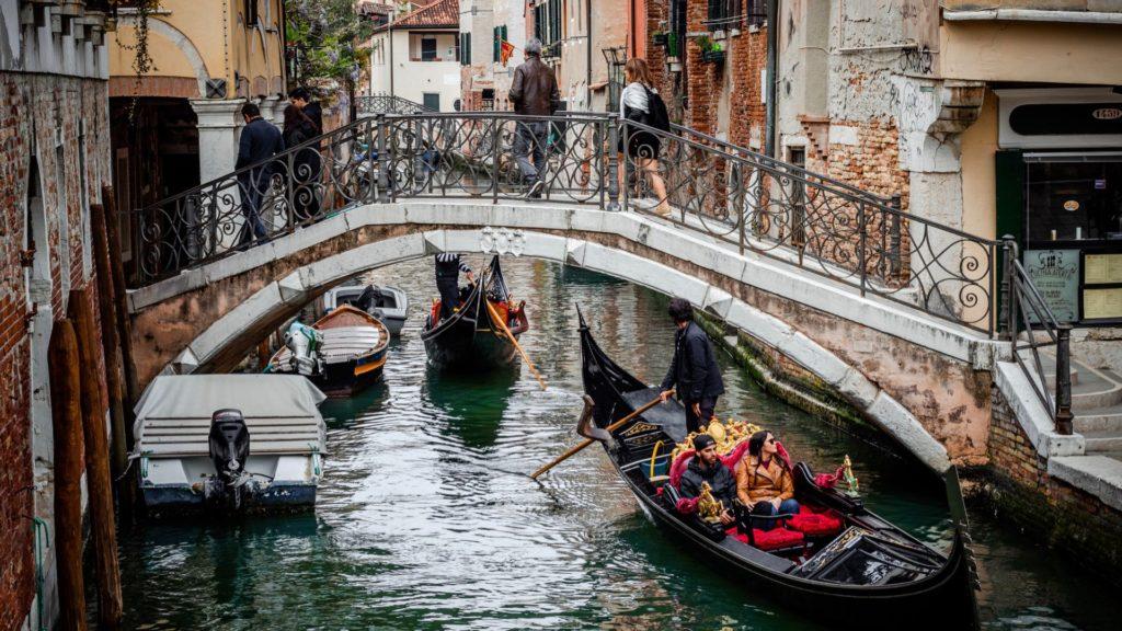 Udforsk Venedig i en gondol er et must